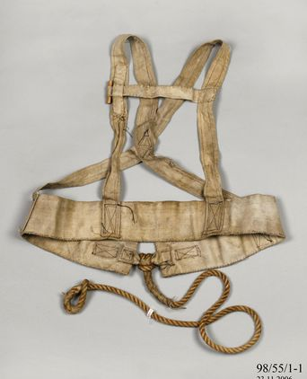 Harness used by Charles Francis Laseron during Sir Douglas Mawson's Australasian Antarctic Expedition, 1911-1914