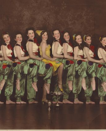 Pauline Harvey & dance troupe, Wagga, early 1940s