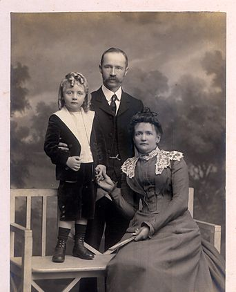 Keith E Miller, age 4 1/2 years with his family, circa 1900