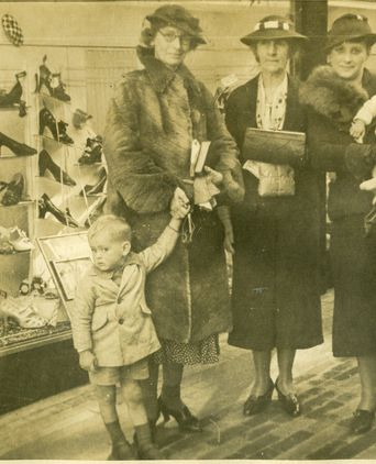 Photo of 4 generations: Flora Kennedy-Smith with her son Peter, Pricilla McLellan, Joy Edwards holding her daughter Margaret Jackson