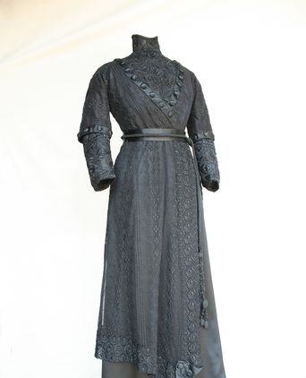 Hilda Smith's dress - the image has been lightened to show details