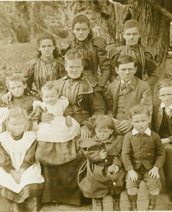 Jane 'Granny' Crain with 11 of her 12 children, c. 1899