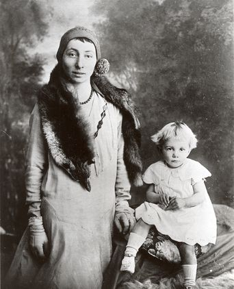 Giuseppina and her daughter Flo.