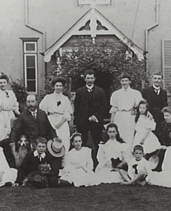 Dugald Thomson and family outside 'Wyreepi', Holbrook Avenue, Kirribilli