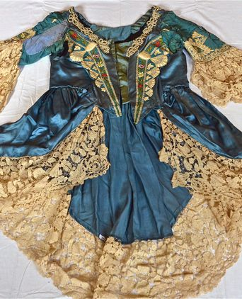 Front view of 1870s House of Worth evening dress bodice