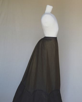 Side view of skirt