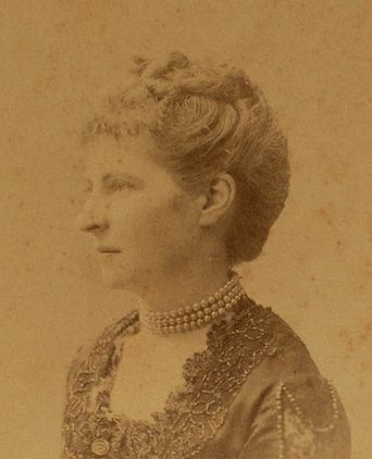 Photograph of Bessie Rouse wearing the bodice / c1887