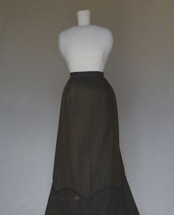 Front view of skirt