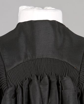 Back yoke showing cartridge pleating