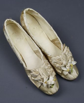 Cream silk satin shoes with bow and orange blossom