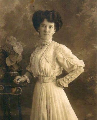 Hilda Smith - studio photograph c. 1910