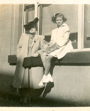 Nydia Ede and daughter margot; Sydney 1943