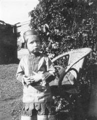 Pauline Ries, aged 4, wearing the dress in 1940.