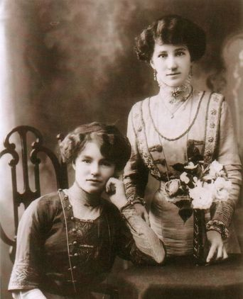 Hilda standing with her friend Jessie Wilson c. 1909