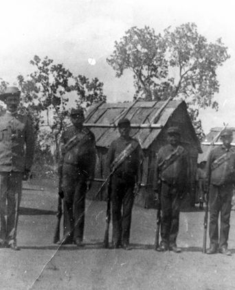 PM0189: Constable Daniel Joseph Fitzgibbon and his Native Police probably at Laura c1906.