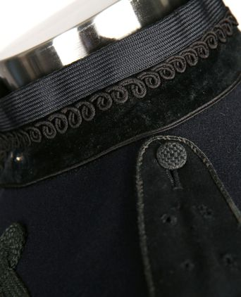 Right side of collar and epaulette detail
