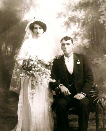 Hilda & Neil Smith.  Wedding day 22nd April 1914